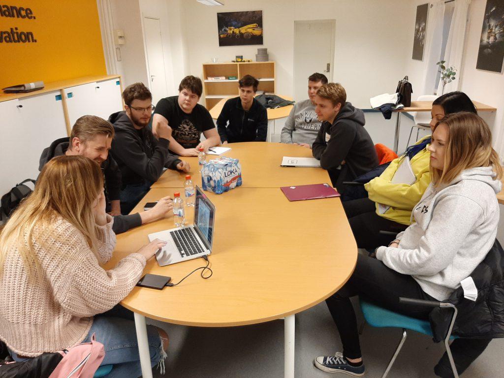 Studenter i möte